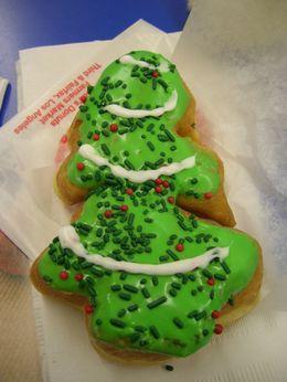 Christmas_tree_doughnut_4