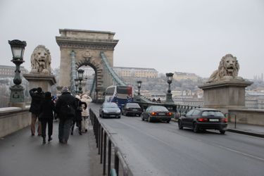 Chain_bridge_day_1