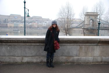 Jen_royal_building_chain_bridge