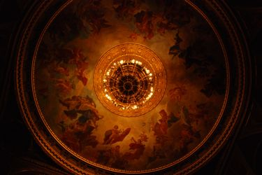 State_opera_ceiling_center_2