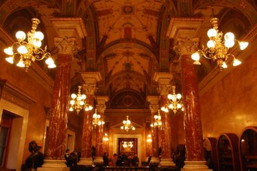 State_opera_royal_staircase_2