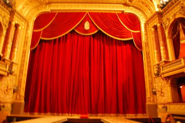 State_opera_stage_curtains_closed